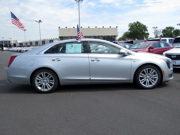 Cadillac XTS 2018 Radiant Silver Metallic For Sale $50940 Stock Number 67728K 10799_p8