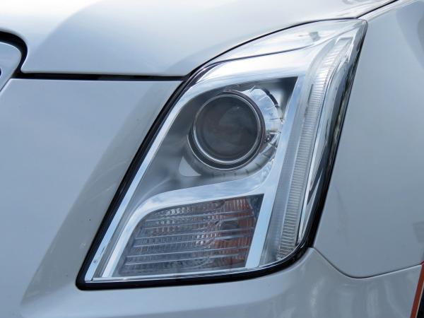 Cadillac XTS 2016 Crystal White Tricoat For Sale $29419 Stock Number 67746K 10815_p10