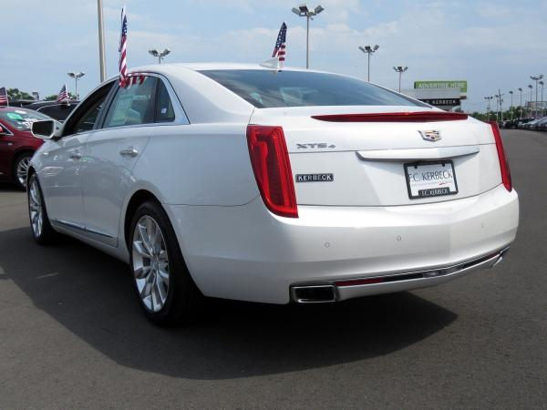 Cadillac XTS 2016 Crystal White Tricoat For Sale $29419 Stock Number 67746K 10815_p5