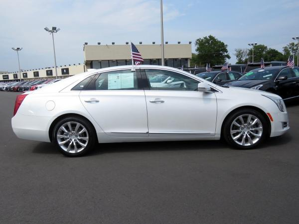 Cadillac XTS 2016 Crystal White Tricoat For Sale $29419 Stock Number 67746K 10815_p8
