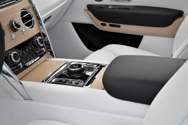 Rolls-Royce Cullinan 2019 Arctic White For Sale $397750 Stock Number 20L101AJI 11575_p18