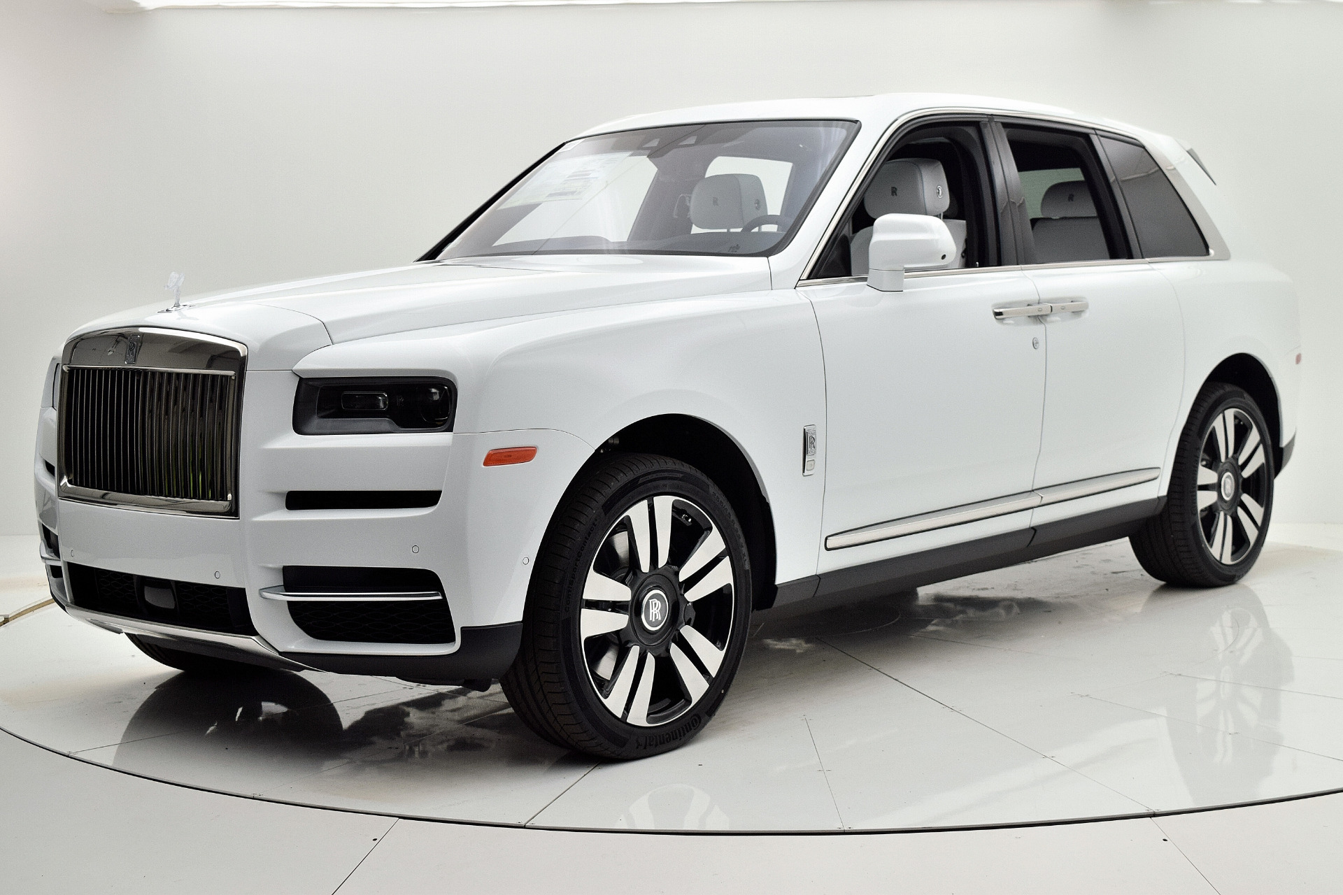 Rolls-Royce Cullinan 2019 Arctic White For Sale $397750 Stock Number 20L101AJI