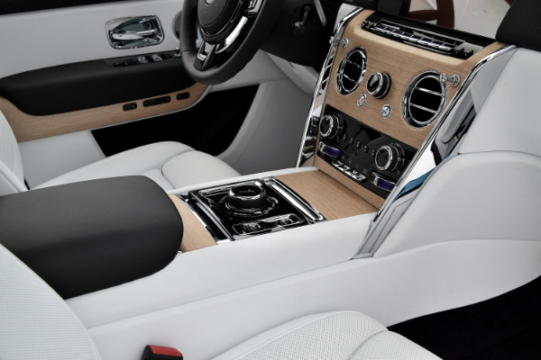 Rolls-Royce Cullinan 2019 Arctic White For Sale $397750 Stock Number 20L101AJI 11575_p35