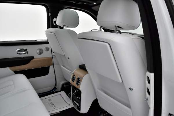 Rolls-Royce Cullinan 2019 Arctic White For Sale $397750 Stock Number 20L101AJI 11575_p40